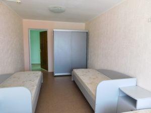 оснащение: кровати, тумбочки, шкаф-купе